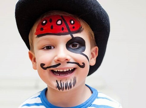 12. Easy Last-Minute Pirate Halloween Costume for Boys